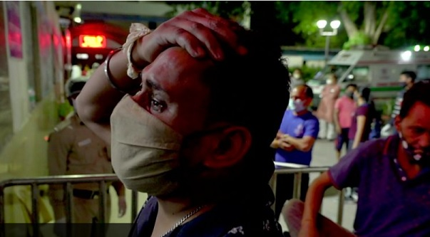 Covid-19: India sets global record for new cases amid oxygen shortage